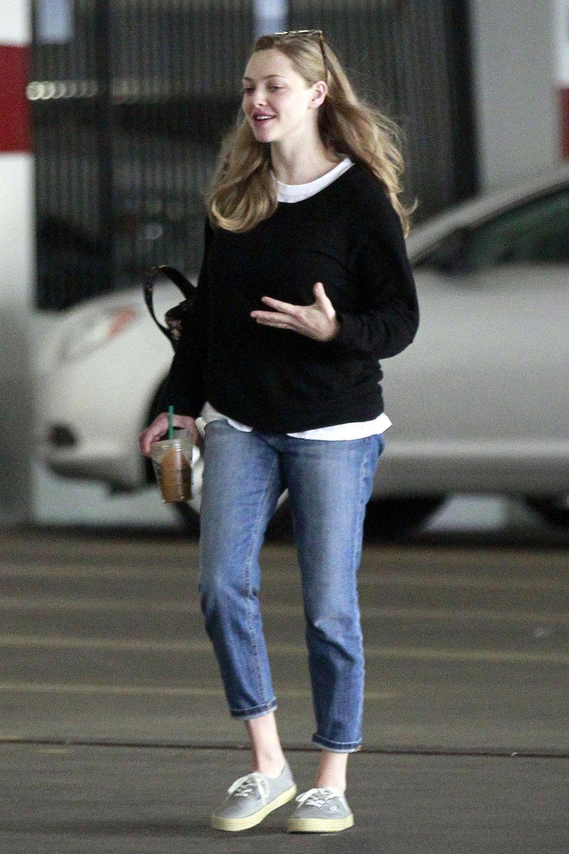 Zwar zeigt sich Amanda Seyfried auf den neuesten Bildern im bequemen Jeans-Outfit, die Silhouette lässt es aber erahnen: Mit Babypfunden hat die Schauspielerin wenige Wochen nach der Geburt ihrer Tochter sicher nicht zu kämpfen.