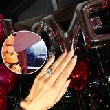 """Was für eine Überraschung! Sylvie Meis hat """"Ja"""" gesagt und ihr Verlobter überraschte sie mit einem ganz besonderem Verlobungsring in fast quadratischer Form und mit vielen Diamanten besetzt."""