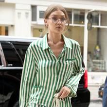 Supermodel Gigi Hadid auf Streifzug durch New York. Im lässigen und schwer angesagten Schlafanzug-Look wird sie von den Paparazzi abgelichtet.