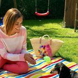 Jana Ina ist in großer Vorfreude. Für Familie Zarrella ist Ostern ein sehr wichtiger Feiertag. Die ganze Familie kommt zusammen. Wenn das Wetter mitspielt wird gepicknickt und der Familienhund darf auch mit.