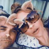 Zwei süße Bunnys: Ayda Field und Robbie Williams befinden sich im Esskoma. Das Osterwochenende wurde mit Pizza und Donuts eingeleitet.