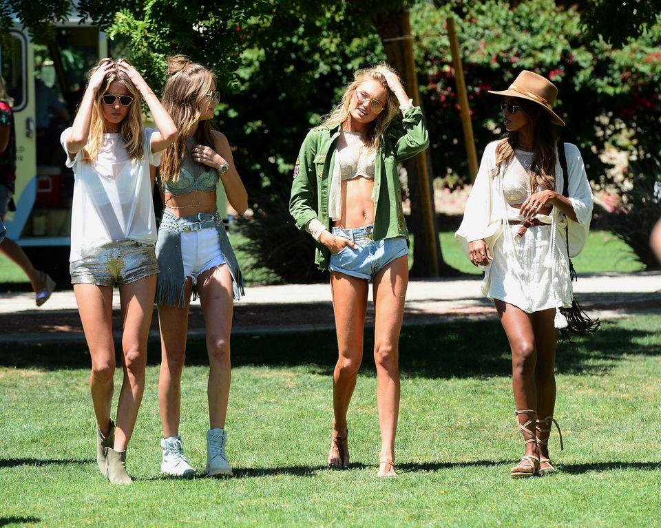 Victoria Secret Models sind auch auf dem Coachella Festival: (Von links) Martha Hunt, Josephine Skriver, Romee Strijd und Jasmine Tookes