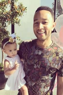 15. April 2017  Papas Liebling wird zum Ehrentag geherzt, gefeiert und getragen. John Legend kann sein Glück kaum fassen und teilt es mit seinen Fans auf Instagram.