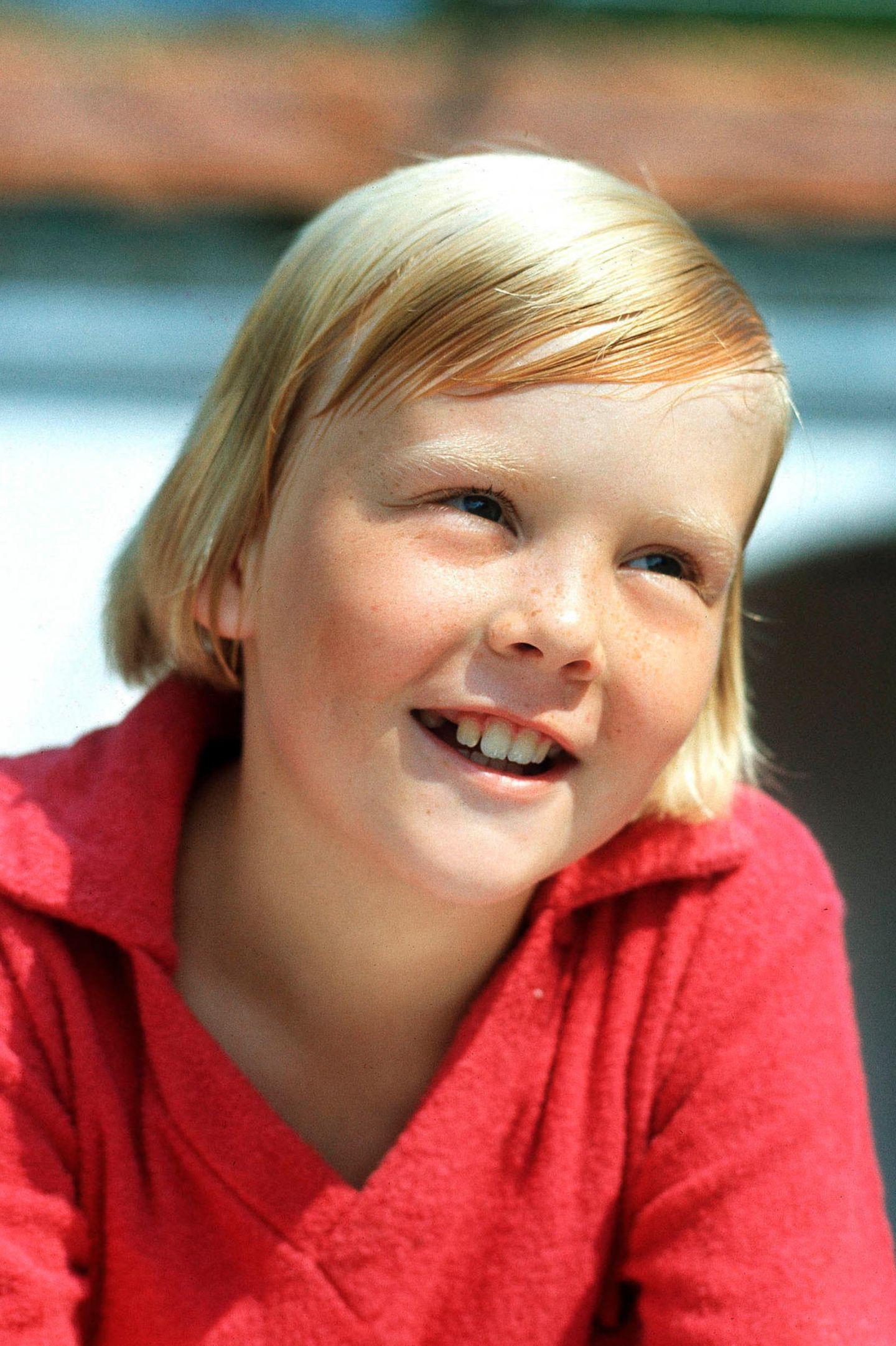 Mit artigem Scheitel schaut der spätere König der Niederlande als Junge in die Kamera.
