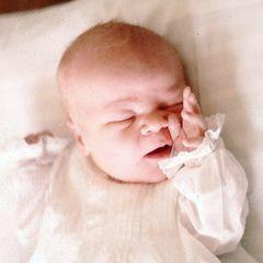 Am 27. April 1967 kommt Willem-Alexander Claus George Ferdinand auf die Welt, der erste Sohn von Prinzessin Beatrix und Prinz Claus. Nach etlichen Generationen von Königinnen haben die Niederlande wieder einen Prinzen und männlichen Erben für den Königstitel.