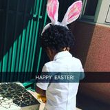 Kelly Rowland teilt ein Bild von ihrem Söhnchen. Der Kleine hat pinke Hasenohren aufgesetzt.