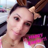 Bunny Eva Longoria grüßt schnell noch alle zu Ostern und hat die Hasenöhrchen angelegt.