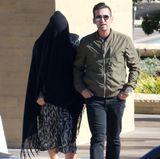 Diese Frau ist nicht zum Islam übergetreten, auch wenn die schwarze Bedeckung stark an eine Burka erinnert. Sie hat nur vor einigen Wochen ein Baby bekommen und möchte nicht erkannt werden.