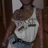 Klar, beim Coachella tragen alle Stars gerne verrückte Outfits. Diese hochkarätige Dame ist aber bislang ungeschlagene Königin in Sachen Exzentrik.