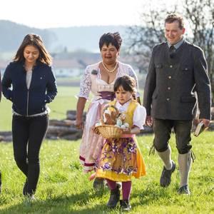 Narumol und Josef mit Jorafina, Jenny und Michael