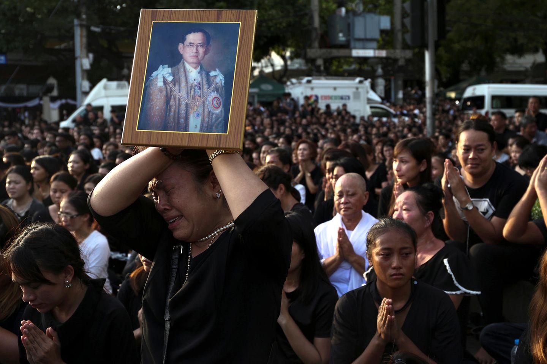 Die Trauer des Volkes um König Bhumibol bleibt groß.