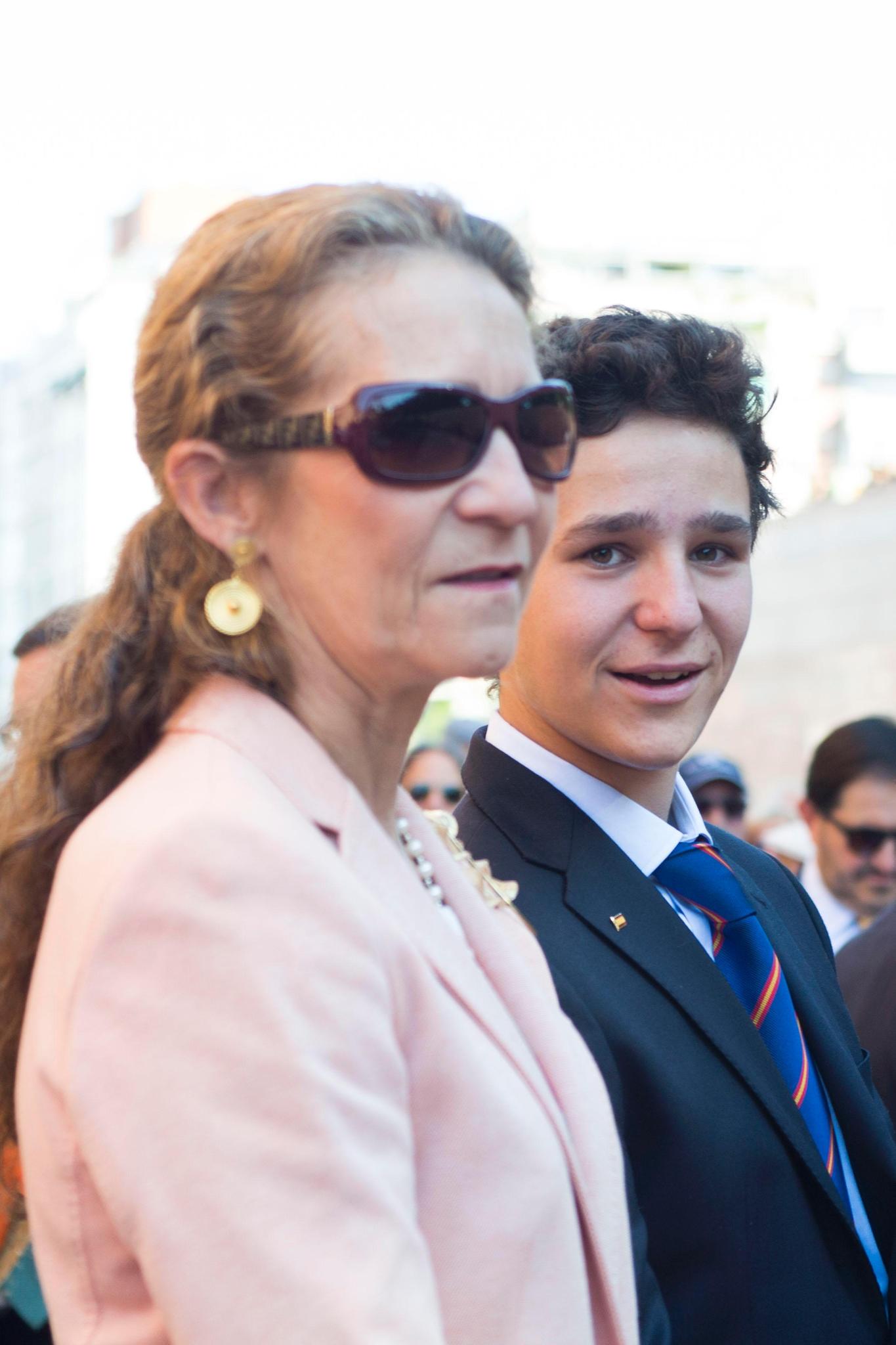 Prinzessin Elena und ihr Sohn, Juan Felipe de Marichalar, besuchen im Juni 2016 gemeinsam einen Stierkampf. Der Lockenkopf hat sich zu einem attraktiven jungen Mann entwickelt.