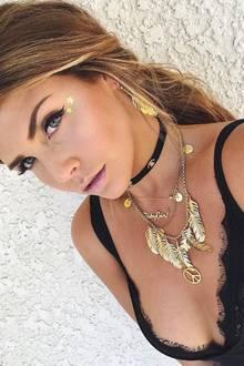 Star-Bloggerin Farina Opoku, besser bekannt als Novalanalove, trägt seit langer Zeit ein dunkles Blond mit hellen Highlights. Doch nun hatte sie scheinbar spontan Lust auf Veränderung und hat sich kurzerhand die Haare färben lassen ...
