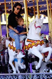 Ihren 38. Geburtstag verbringt Kourtney Kardashian mit ihren Kindern und Scott Disick in Disneyland.