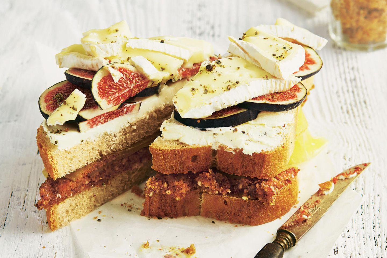 Brotzeit mit Feigen und Käse
