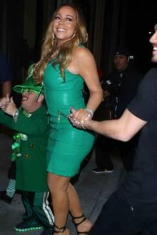 Am St. Patrick's Day verzichtet Mariah Carey auf ihre liebste Kleiderfarbe Schwarz, doch mit dem knallengen, grünen Lederkleid überzeugt sie uns auch nicht so recht.