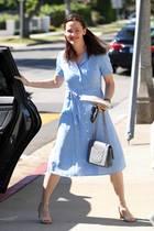 Im niedlich-frommen Karo-Kleid in Hellblau zeigt sich Jennifer Garner ganz passend gekleidet für einen Oster-Gottesdienst in L.A.
