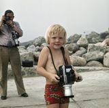 Kleiner Prinz, große Kamera: Willem-Alexander betätigt sich schon als Kind gerne auch mal kreativ.