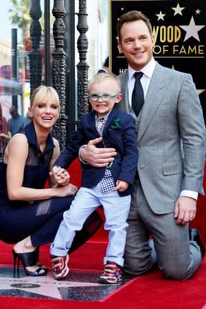 """21. April 2017  Eine schrecklich süße Familie! """"Guardians of the Galaxy""""-Star Chris Pratt bekommt seinen eigenen Stern auf dem Walk of Fame und bringt zur Freude seiner Fans nicht nur seine Frau Anna Faris mit, sondern auch seinen ganz bezaubernden, 4-jährigen Sohn Jack Pratt."""