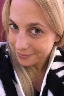 Von ihrem aufwendigen Gesichtstattoo hat sich die heute 26-Jährige getrennt und auch sonst zeigt sie sich eher natürlich.Verschmitzt lächelt Lafee ungeschminkt in die Kamera. Sie hat auch allen Grund dazu: Ihr toller Teint und ihre reine Haut können sich auf jeden Fall sehen lassen!