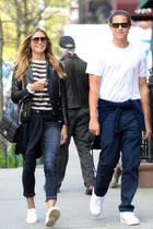 23. April 2017  Tolles Wetter für einen Spaziergang: Heidi Klum und Vito Schnabel bummeln bester Laune durch West Village in New York.