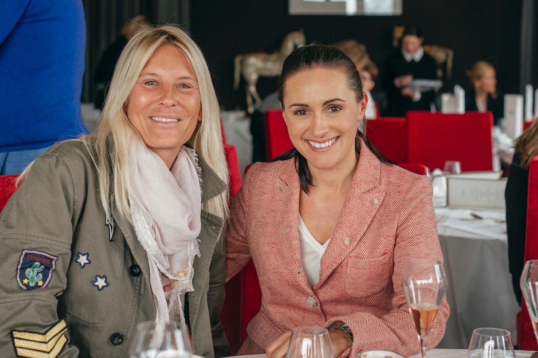 Die angereisten Ladies - hier im Bild Tina Maria Werner (lucie-p Filmproduktion) und Simone Gastberger (Scalaria Gastberger Hotelbetriebe) - werden bei einem Welcome-Snack in der Suite Imperial begrüßt.