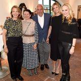 Julia Jäkel (CEO Gruner+Jahr), Stefanie Wurst (Marketingchefin BMW Deutschland), Hans-Reiner Schröder (Direktor BMW Berlin), Katerina Schröder und GALA-Chefredakteurin Anne Meyer-Minnemann kommen für ein Gruppenfoto in der Kutscherstube zusammen.