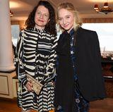 Stefanie Wurst (BMW) und Schauspielerin Anna Maria Mühe haben sich für das Dinner in Schale geworfen.