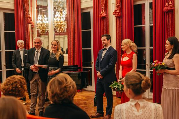 """Das Klassik- Konzert im Festsaal ist der krönende Abschluss des """"GALA Excellence Club"""". Im Bild von links nach rechts:Prof. Dr. Josef Wallnig (Klavier, Universität Mozarteum Salzburg), Hans-Reiner Schröder (BMW), GALA-Chefredakteurin Anne Meyer-Minnemann, Markus Ennsthaler (Tenor), Manuela Dumfart (Sopran) und Olga Privalova (Mezzosporan)"""