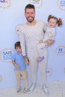 """23. April 2017  Mit seinen süßen Zwergen Mario und Mia unterstützt Blogger Perez Hilton """"Safe Kids Worldwide"""" in seiner gewohnt schrulligen Art."""