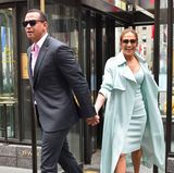 24. April 2017  Händ­chen hal­tend zeigen sich Alex Rodriguez und Jennifer Lopez nach dem Lunch in New York.