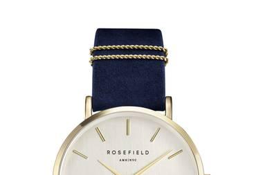 Zeit zu kuscheln!Auch Uhren bekommen den Samt-Look. Von Rosefield, ca. 100 Euro