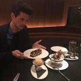 Warum für ein Dessert entscheiden, wenn man wie John Mayer alle nehmen kann.