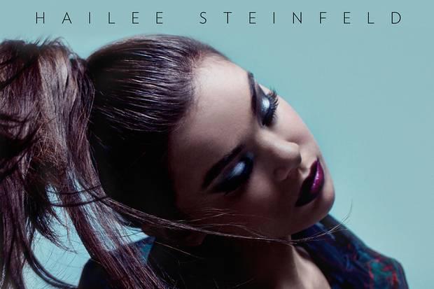 """Als Sängerin setzt Hailee auf starke Partner wie Grey und Zedd, zwei Stars der Szene (EP """"Haiz"""")"""
