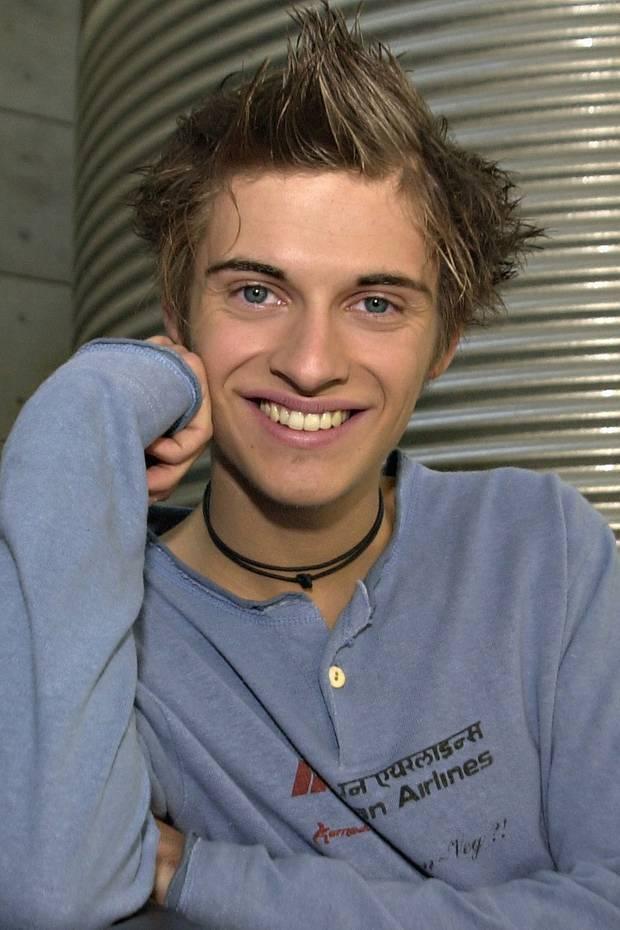 Was zunächst als Komparsenrolle beginnt, entwickelt sich im Dezember 2004 zum größten Schauspiel-Erfolg von Jörn Schlönvoigt. Seither spielt er den Sonnyboy Philip Höfer.