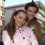 Zusammen mit Jörn Schlönvoigt beginnt auch Anne Menden am 1. Dezember 2004 bei GZSZ. Ein Zufall ist das nicht. Schließlich spielt sie seine Zwillingsschwester, Emily Höfer.