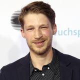 Auch nach GZSZ bleibt Oliver Bender bei der Schauspielerei und scheint niemals mit dem Lächeln aufgehört zu haben. Anders sieht er dennoch aus: Sein Gesicht ist wesentlich schmaler und seit einigen Jahren lässt er sich einen Bart stehen.