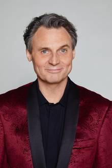 Klar, die Haare sind etwas heller und die Gesichtszüge etwas älter geworden, aber Wolfgang Bahro bleibt nach wie vor der wohl bekannteste Kopf aus GZSZ. Am 15. Dezember 2017 ist der Schauspieler seit 25 Jahren Teil der Telenovela.