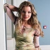 Bevor Yvonne Catterfeld musikalisch durchstartet, wird sie erst einmal als GZSZ-Darstellerin bekannt. Hier spielt sie von 2002 bis 2005 Julia Blum. Blondierte Haare und Strähnchen verleihen ihr dabei das absolute Mädchen-Image.