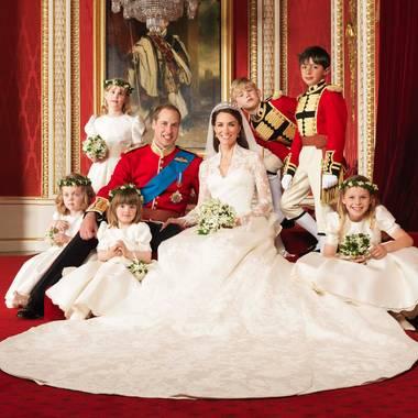 Happy Anniversary! Herzogin Catherine und Prinz William feiern bereits ihren 6. Hochzeitstag. Für uns noch mal die Gelegenheit, ihr fantastisches Hochzeitskleid im Detail zu bewundern...