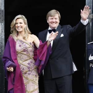 28. April: Geburtstagsdinner  Ein kurzes Winken, dann geht es rein. Dort warten schon 150 niederländische Jubilare auf ihren Gastgeber.