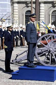 30. April 2017  Zu der Geburtstagsparade wird Carl Gustaf von Prinz Philip begleitet.