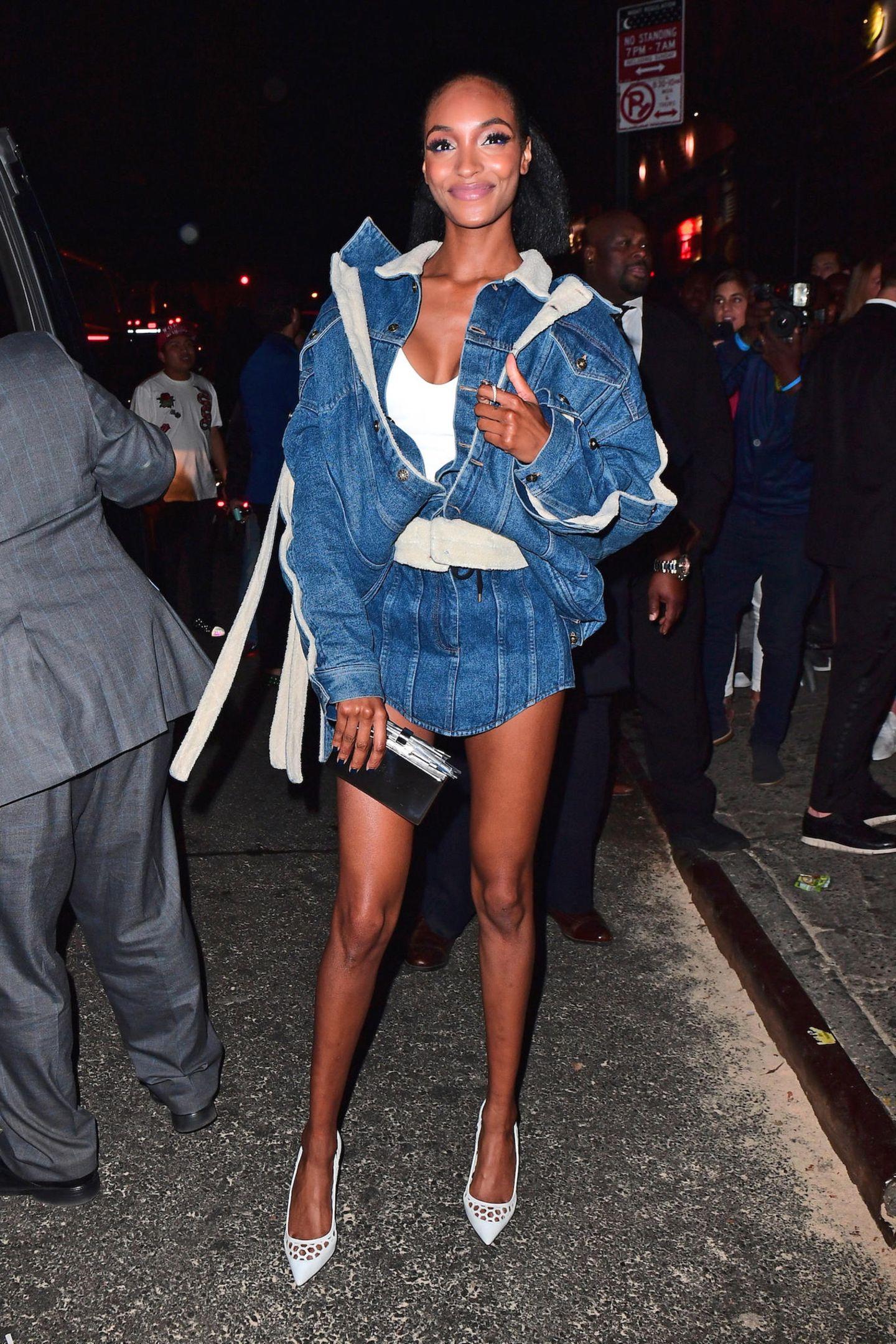 Jourdan Dunns Double-Denim-Outfit für die Rihanna-Party reißt uns auch nicht gerade vom Hocker.