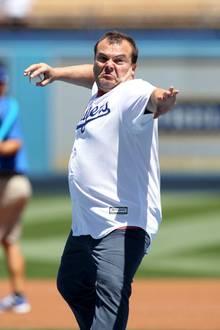 """Schauspieler Jack Black gibt Vollgas! Der Comedian ist ein großer Dodgers-Fan und freut sich einmal der """"Pitcher"""" der Baseballmannschaft aus Los Angeles sein zu dürfen."""