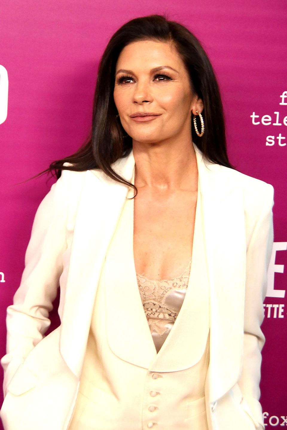 Ganz schön wandelbar ist sie: Bei der Schauspielerin handelt es sich um keine geringere als Catherine Zeta-Jones.