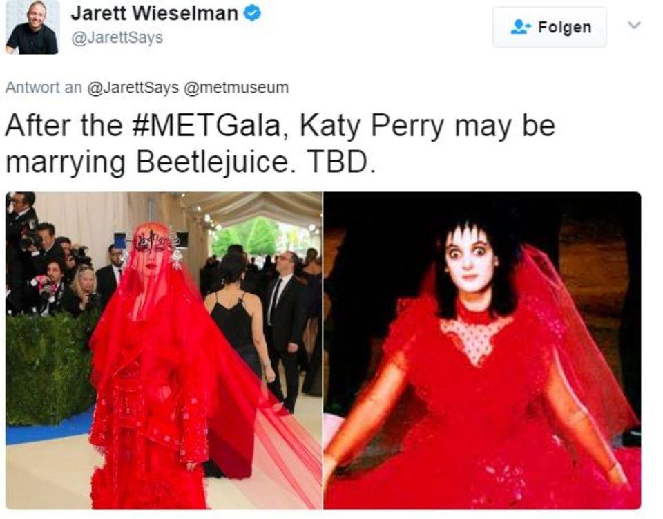 Links: Katy Perry bei der Met Gala 2017 und rechts: Fan