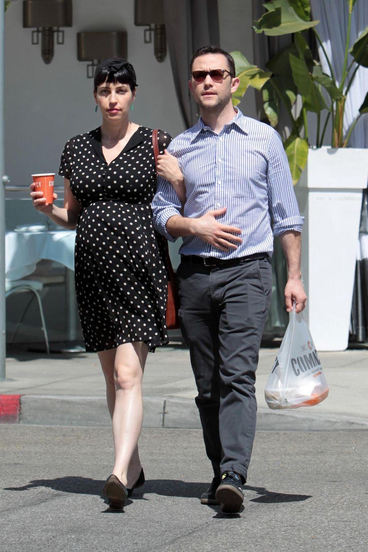 Tasha McCauley kann die Schwangerschaft im Pünktchenkleid nicht mehr verstecken - sie und Joseph Gordon-Levitt werden wieder Eltern