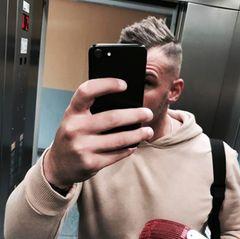 Neuer Haarschnitt für Pietro Lombardi. Während er super happy ist mit seinem Undercut, sind die Meinungen der Fans sehr gespalten.