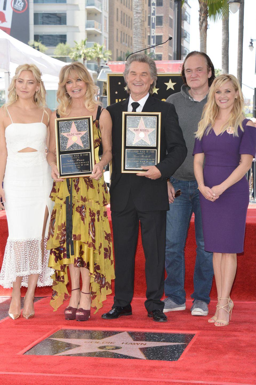 4. Mai 2017  Auch Kate Hudson, Quentin Tarantino und Reese Witherspoon freuen sich mit dem Paar.