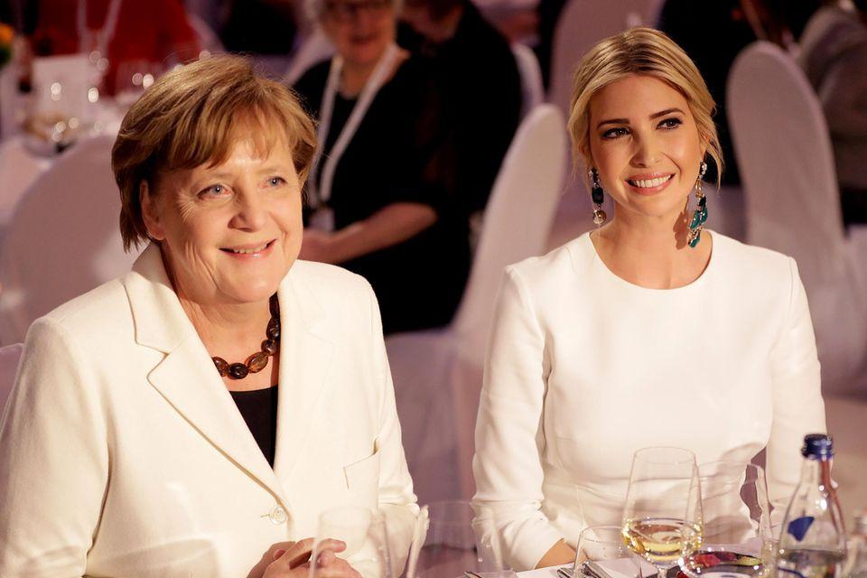 Um zehn Uhr abends wollte Angela Merkel trotz Drängen ihres Mitarbeiters immer noch nicht gehen – so gut unterhielt sie sich mit Ivanka Trump